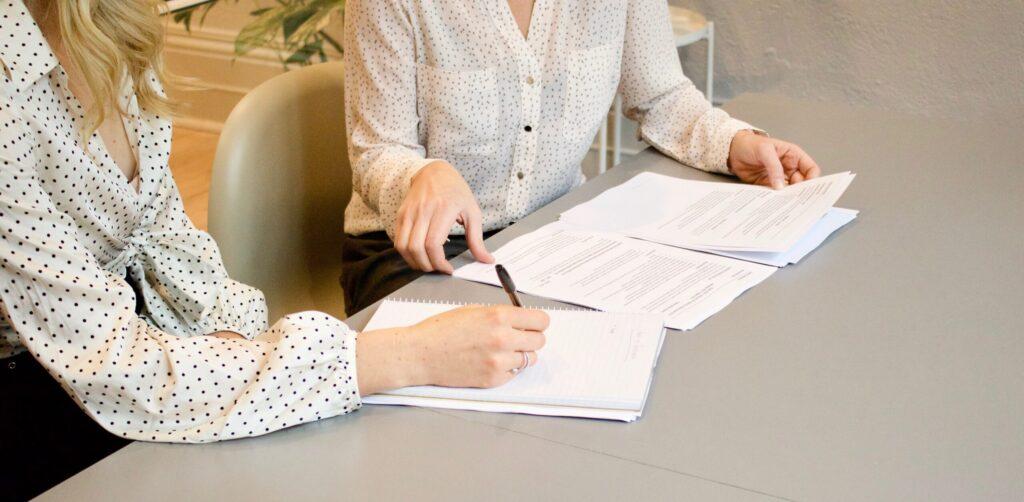 Lisää tasa-arvoa työelämään: perheystävällinen johtaminen rikkoo lasikattoja